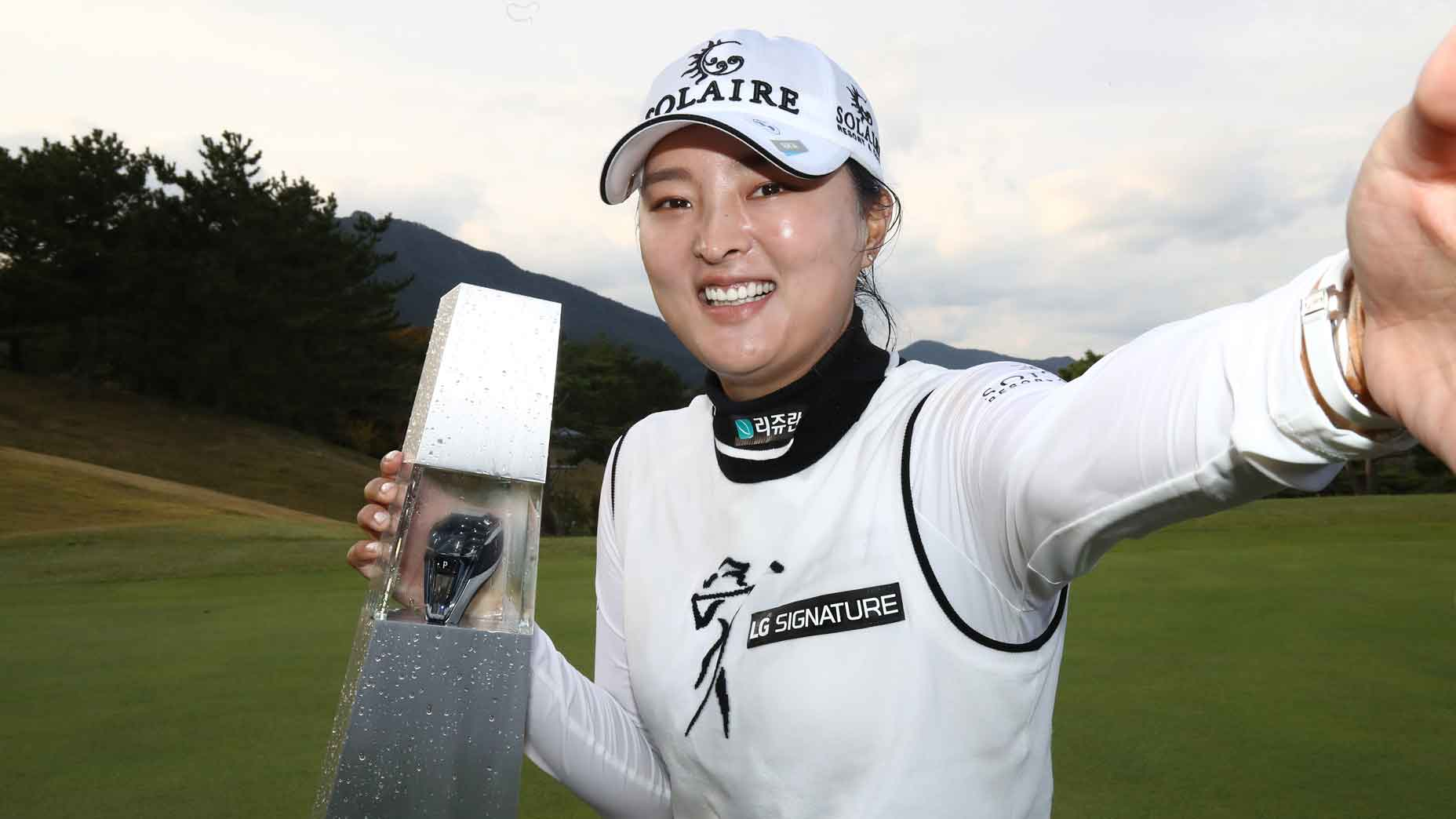 Jin Young Ko takes a selfie with her latest trophy
