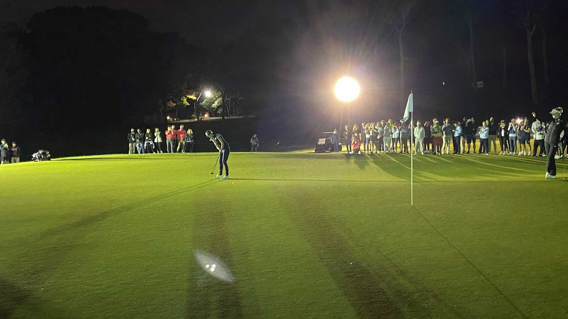 player putts in the dark