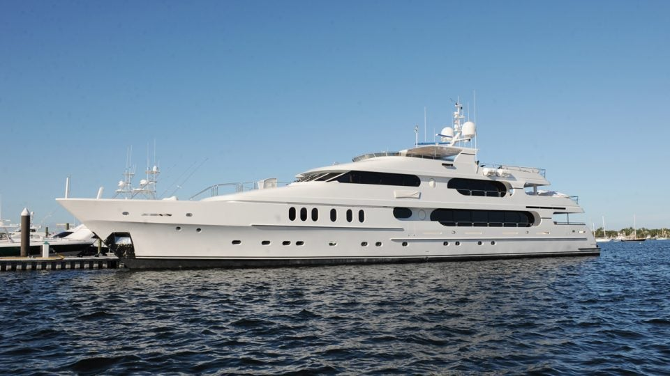 tiger woods yacht spotted in the hamptons prior to u s  open